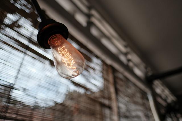 Preço da luz vai descer 3,5% e beneficiar um milhão de famílias